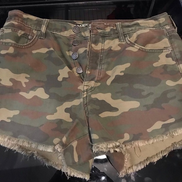 American Eagle Outfitters Pants - AMERICAN EAGLE- Camo triple button shorts
